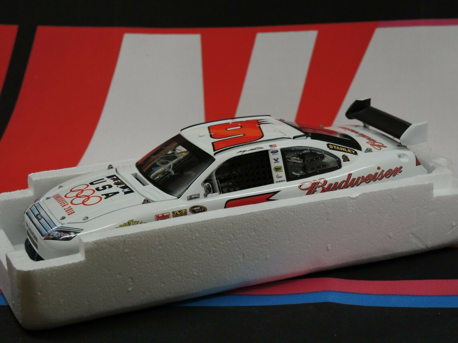 Kasey Kahne Budweiser   Olympic 2010 Fusion - AUTOGRAPHED 1 24 Elite