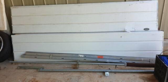 Garage door, panel lift