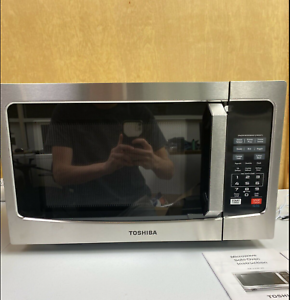 Toshiba EM925A5A-SS 9 Cu. Ft Microwave Oven - Stainless Steel
