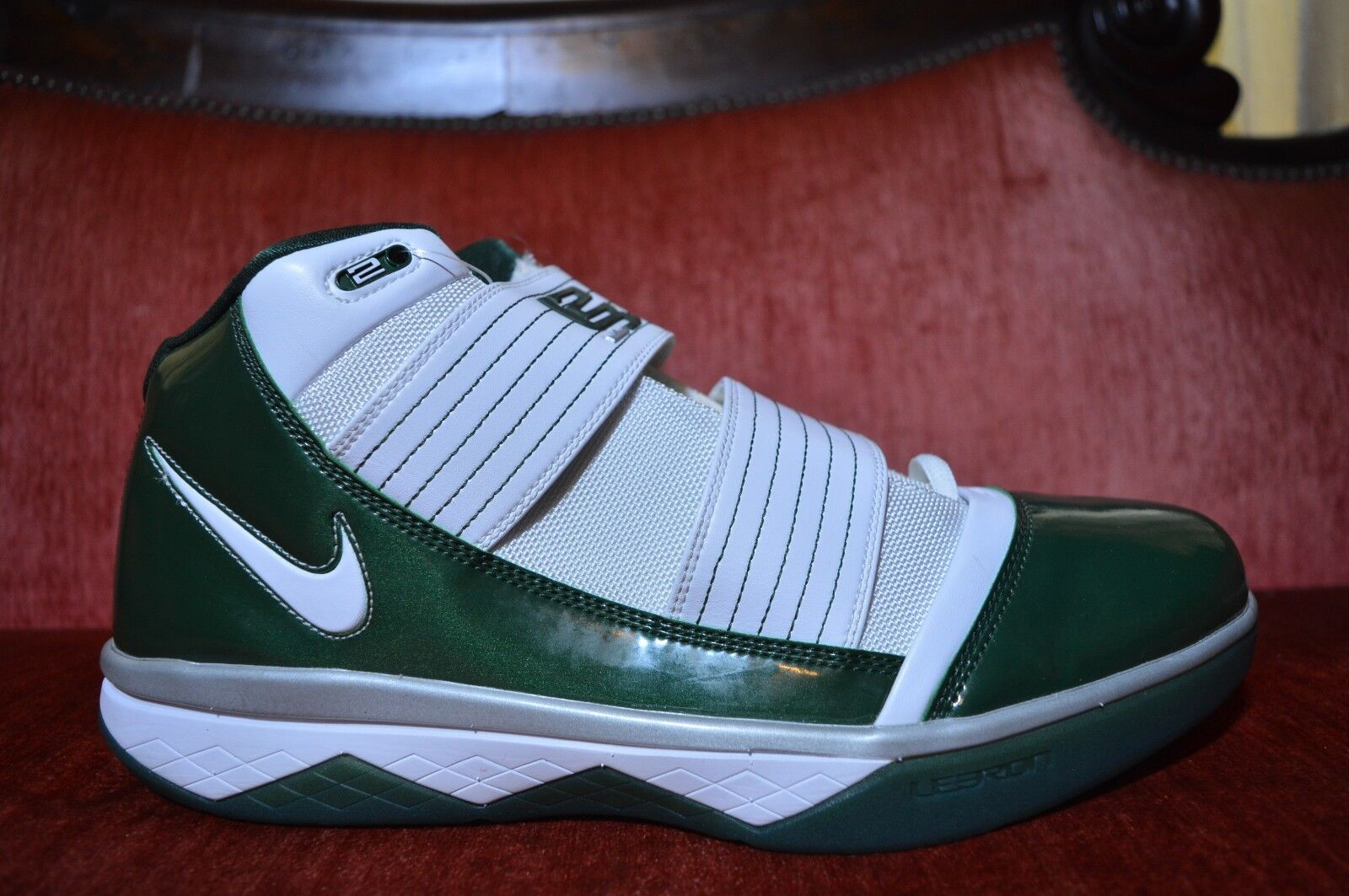 NEW Nike LeBrons Zoom Soldier III Basketball Size 14 SVSM Green White 367183-117