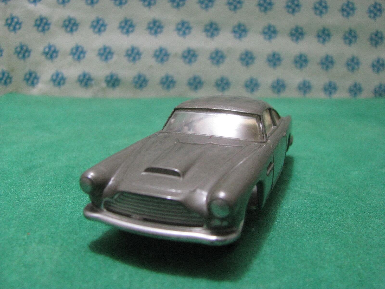 Vintage -  ASTON MARTIN DB4  interior cream   - 1 43 Solido n°111  serie 100