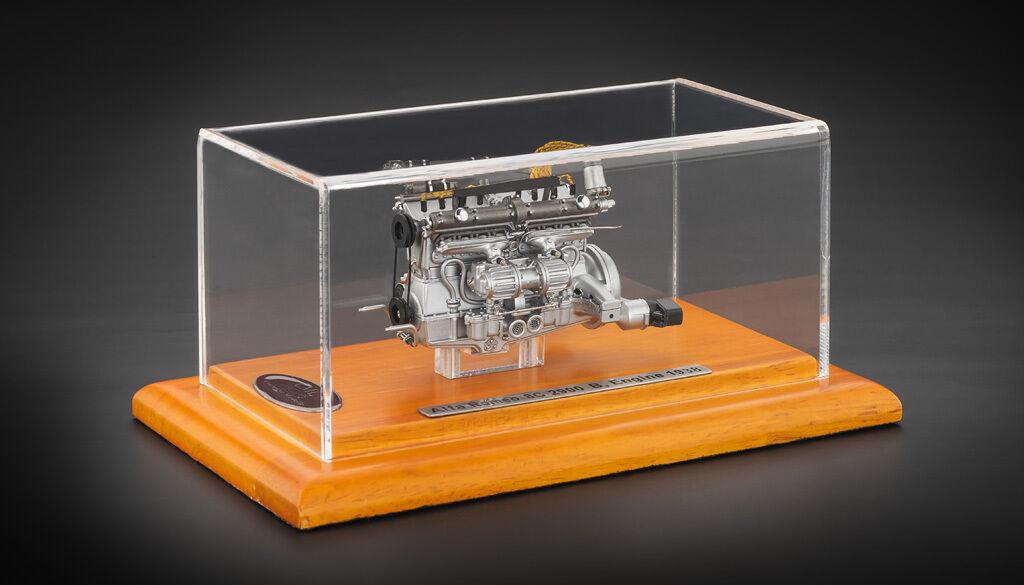 Motor mit display - schaufenster für alfa romeo 8c 1938 2900b 1   18 von cmc.