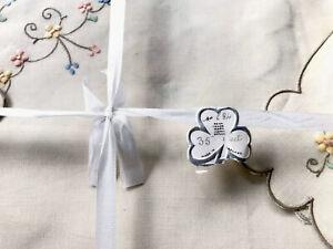 Vintage-EMBROIDERED-Unused-Cream-Irish-Linen-Tablecloth-35-amp-4-Napkins-11-5X12