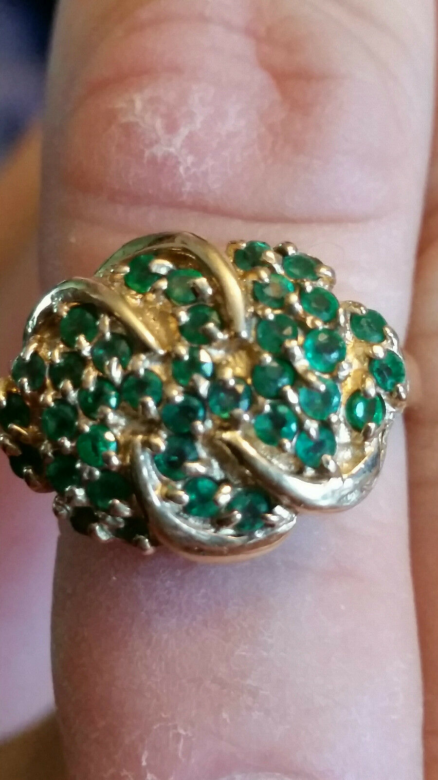 10KT AND EMERALD RING SIZE 7 1 2