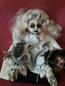 Sinisterly-Sissy-039-s-039-Miss-Birdy-039-Undead-Spooky-Creepy-Haunted-Gothic-17-034-Sitting