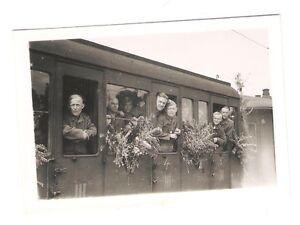 Deutsches-Reich-2-Weltkrieg-Foto-Soldaten-Abschied-Eisenbahn-83