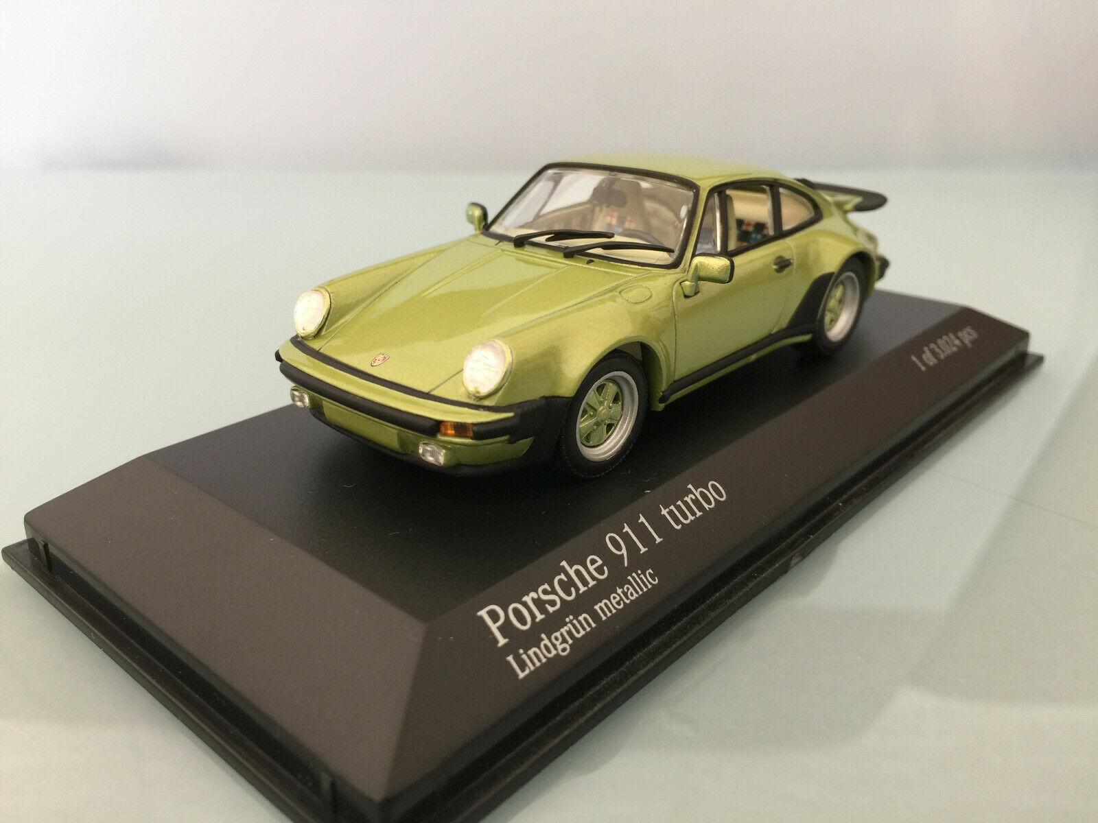 1 43 Minichamps Porsche 911 turbo , 1977 , Lindgrün metallic