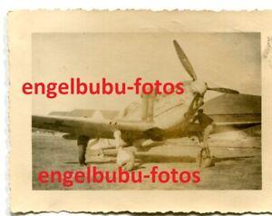 FOTO-BEUTE-FLUGZEUG-034-Devoitine-520-034-034-JG-103-034-Pau-Pyrenees-TOP-1944