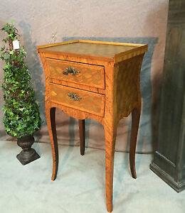 table de chevet ancienne en marqueterie de cubes de style. Black Bedroom Furniture Sets. Home Design Ideas