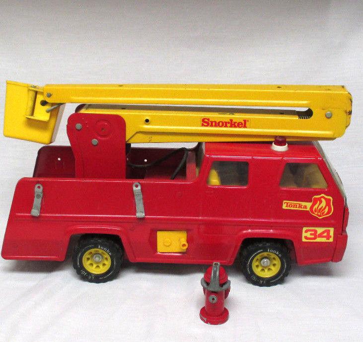 VINTAGE TONKA  tuba 34 Fire Engine avec seau et tuyau   grande vente