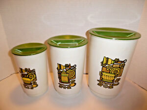 Set Of Three Kitchen Canisters Plastic With Green Lids Vintage 70 S Ebay