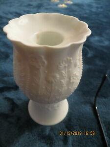Kaiser-Porzellan-Kerzenstaender-aus-Biskluitporzellan-0071