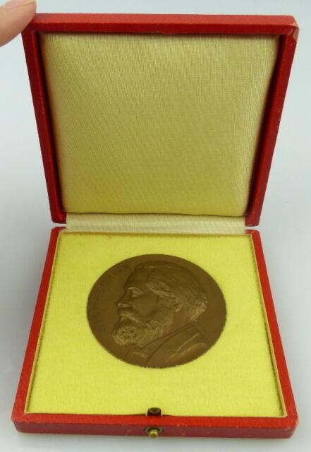 Medaille: Bronze, Karl Marx 1818-1883, Weiss signiert, Orden2112