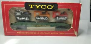 Tyco-2475-HO-Scale-Skid-Flat-with-3-Tractors-351A-Western-Maryland-Train-Car