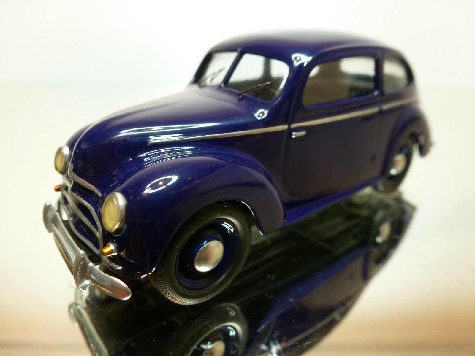HAND MADE FORD TAUNUS DE LUXE 1951 - bleu violet 1 43 - EXCELLENT CONDITION - 17
