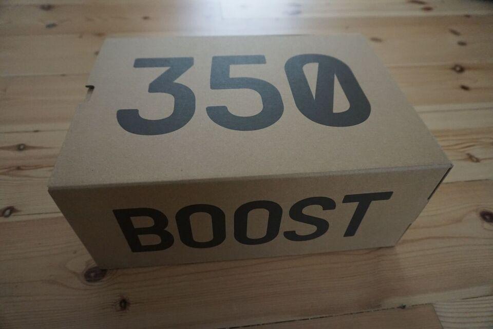 Sneakers, Yeezy Boost 350 V2, str. 44