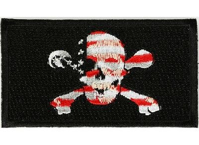 "(A25) SKULL and CROSSBONES US FLAG 3"" x 1.6"" iron on patch (5526)"