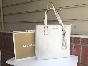 1e02ce89b071 NWT Michael Kors Bedford Zip With Tassel Ecru Pebbled Lather Tote ...