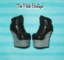 MONSTER HIGH MONSTER EXCHANGE LORNA MCNESSIE DOLL REPLACEMENT BLACK SHOES ONLY