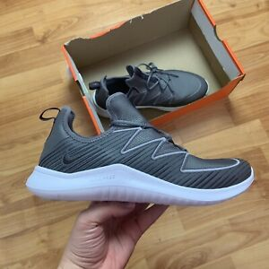 Femmes-Nike-Free-TR8-Baskets-Taille-UK-7-EUR-41-Gris-AO3424-002