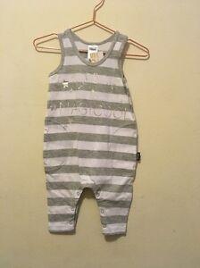BNWT-BONDS-baby-boy-or-girl-Bodysuits-Size000