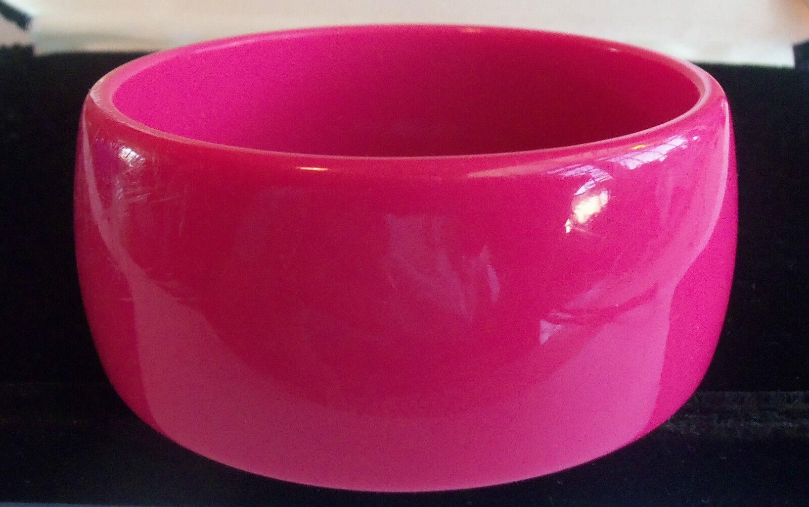 VINTAGE 60's Wide Hot Pink Thermoset Lucite Bangl… - image 2