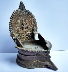 Ancienne Lampe A Huile En Bronze Lakshmi Tamil Nadu Inde Du Sud 18e