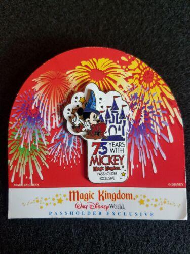 Disney Pin 21455 WDW Magic Kingdom 75 Years With Mickey Annual Passholder 3D u6