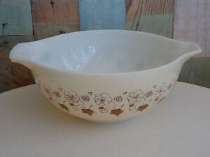 Vintage-JAJ-Pyrex-England-Medium-Cindarella-Bowl-1960-039-Wild-Golden-Rose-039-Rare