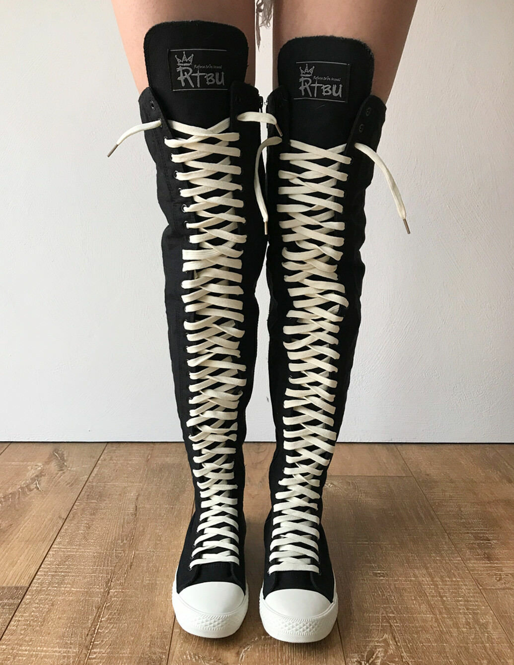 Garanzia del prezzo al 100% RTBU Ivory Ivory Ivory Frosting 35 Hole Punk Thigh Hi bianca Lace Canvas Lace Up scarpe da ginnastica avvio  più ordine