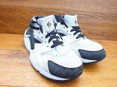 Nike huarche Blanco/Negro Informal Tenis De Entrenamiento Talla Reino Unido 4 EUR 36.5