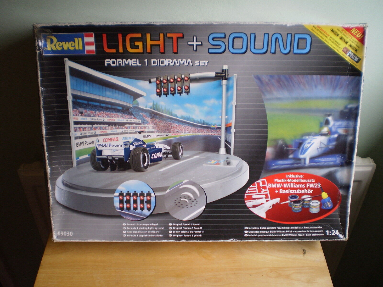 REVELL LIGHT+ SOUND 1 24 SCALE FORMULA 1 DIORAMA MODEL KIT