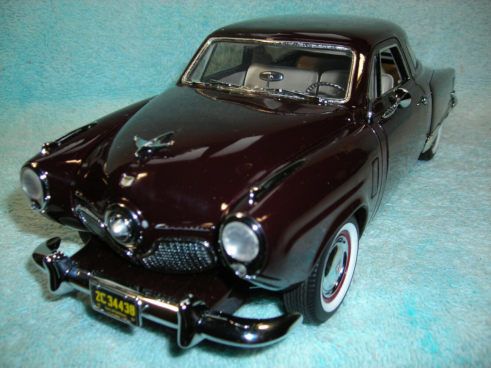 1 18 SCALE  DIECAST 1951 STUDEBAKER COMhommeDER TWO DOOR IN MAROON BY HIGH WAY 61.  vente avec grande remise