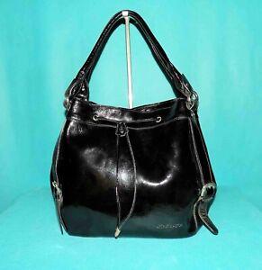 ARTHUR & ASTON grand sac en cuir verni noir porté épaule  format A4