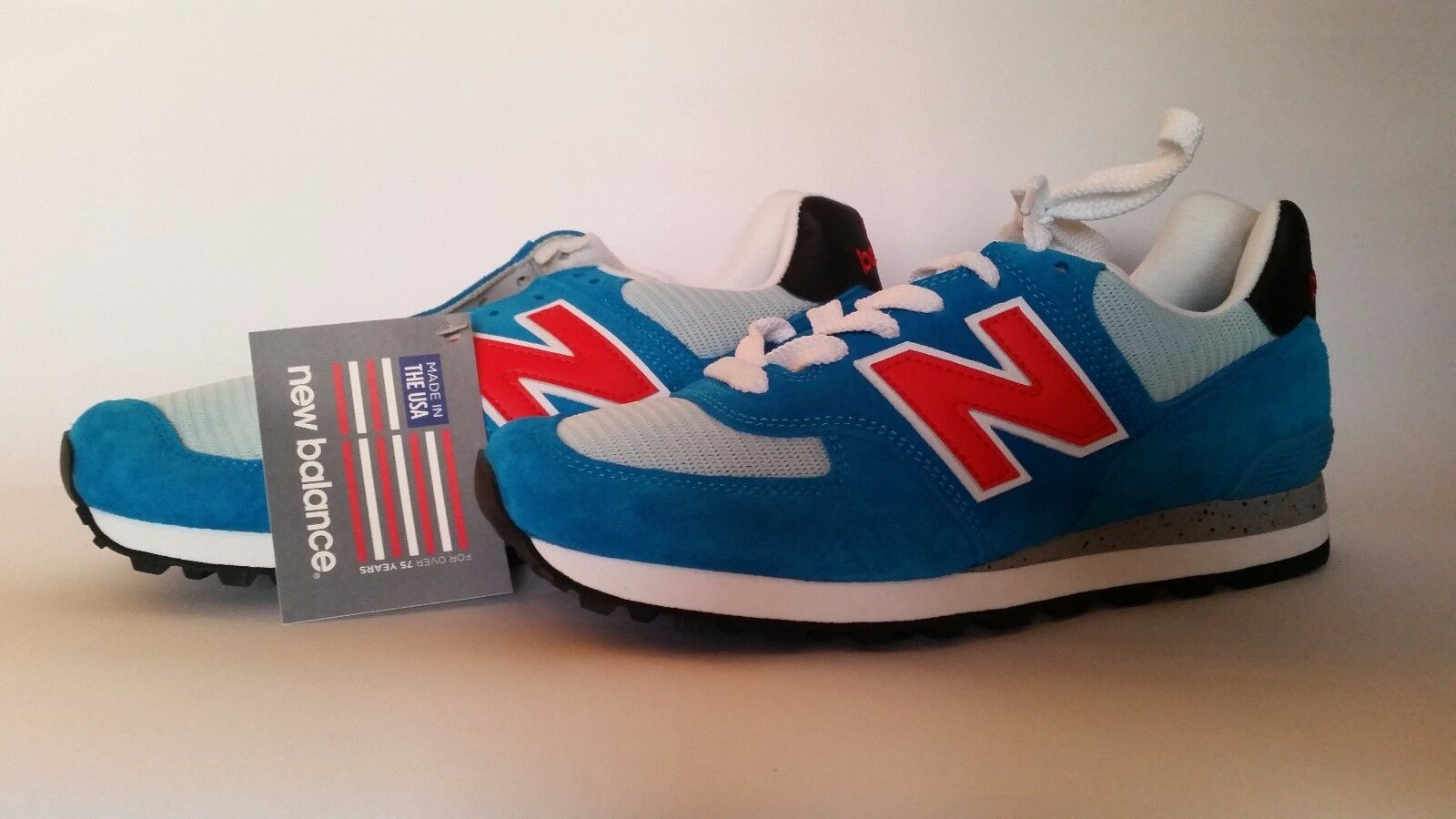 NEW BALANCE CLASSICS 574 trainersTaille 9 new with box