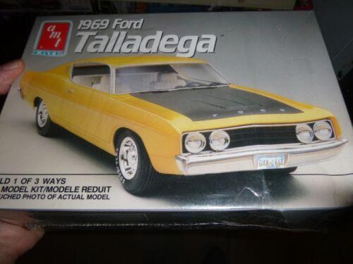 AMT 1969 FORD TORINO TALLADEGA W//NASCAR PARTS 1//25 Model Car Mountain KIT FS