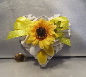 Segnaposto Matrimonio Tema Girasoli : Bomboniere segnaposto cuore rattan con girasole fiocco e confetti
