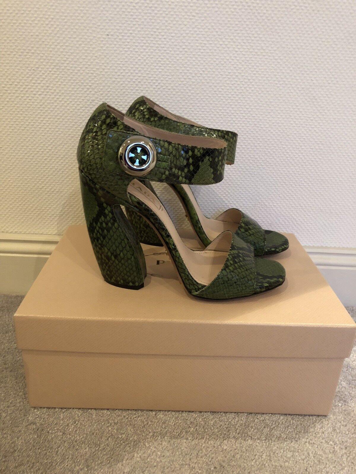 PRADA VERTE Sandales De Cuir Dans Serpent Optique, taille 39, vert Snake Sandals