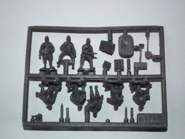 8259 HAT INDUSTRIE WWI Italian Artillery Crew 1:72 Scale Model Kit