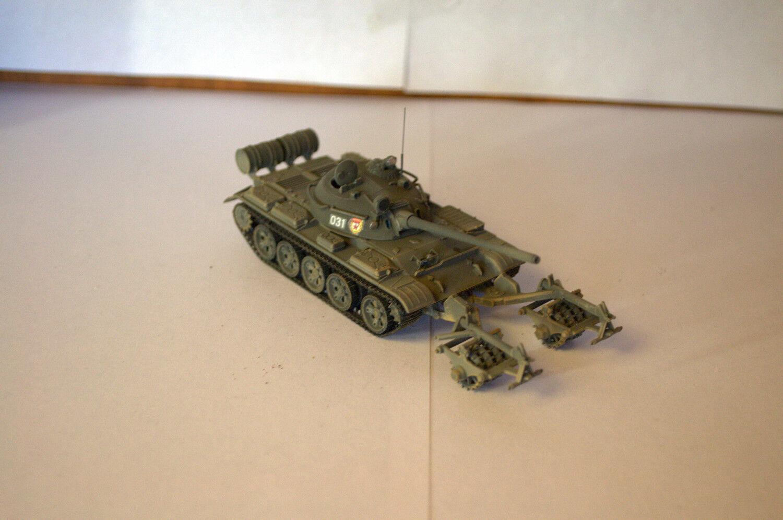 1 72 YRKESLIG BUILT modelllllerL SOVIET TANK T -55 med KMT -5 mintral