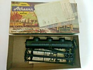 HO-scale-Athearn-undecorated-3-dome-tank-car-with-decals