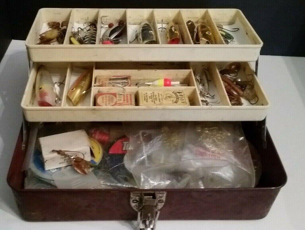 Vintage Tackle Box & Señuelos Vintage Bobbers Ganchos pesos Misc Tackle Lote