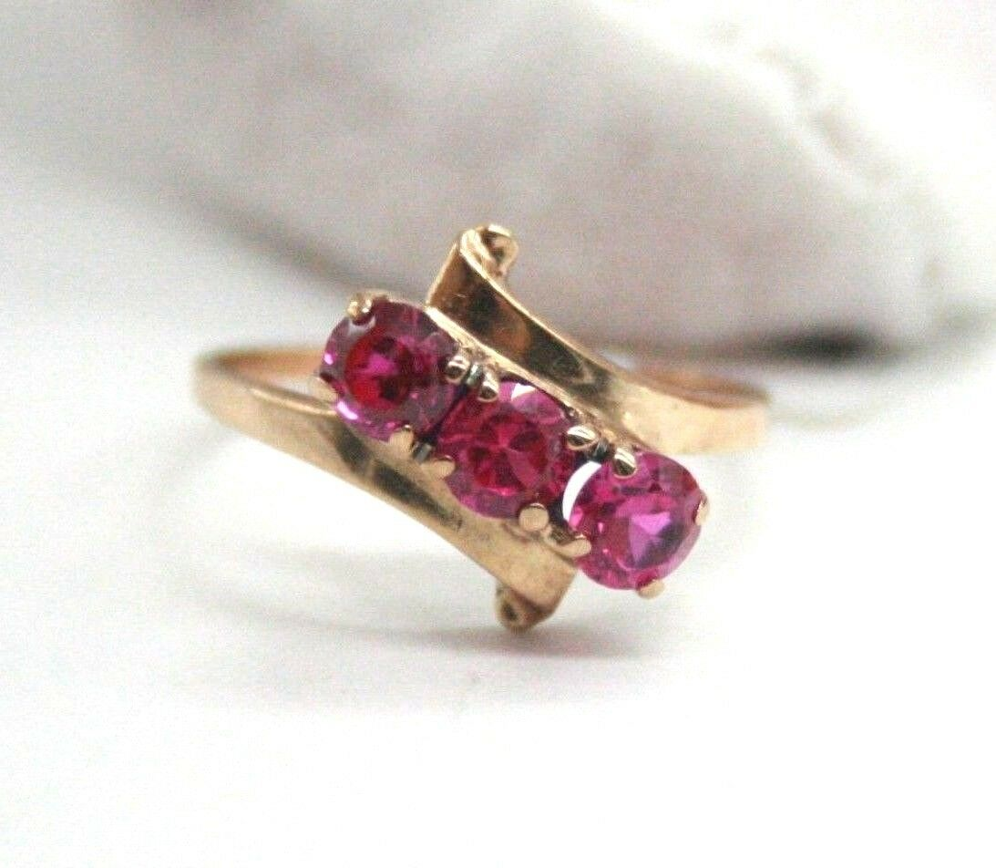 10K Yellow gold Vintage 3 Rubies Anniversary Ring past present future  Size 7