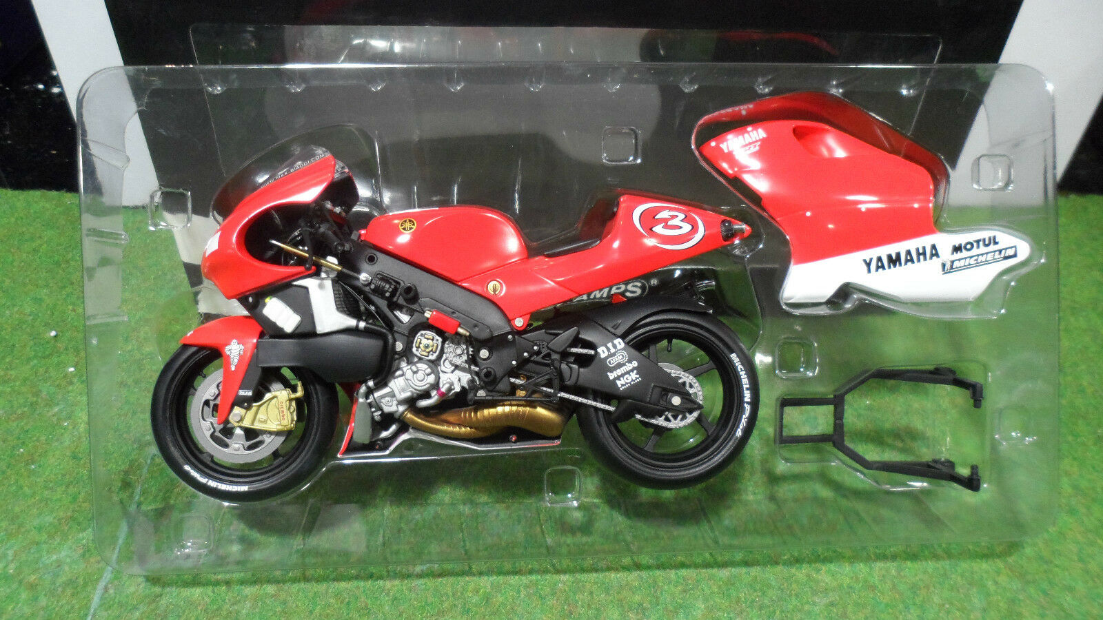 MOTO YAMAHA YZR 500 Max Biaggi de 2001 au 1 12 Minichamps 122016303 miniature