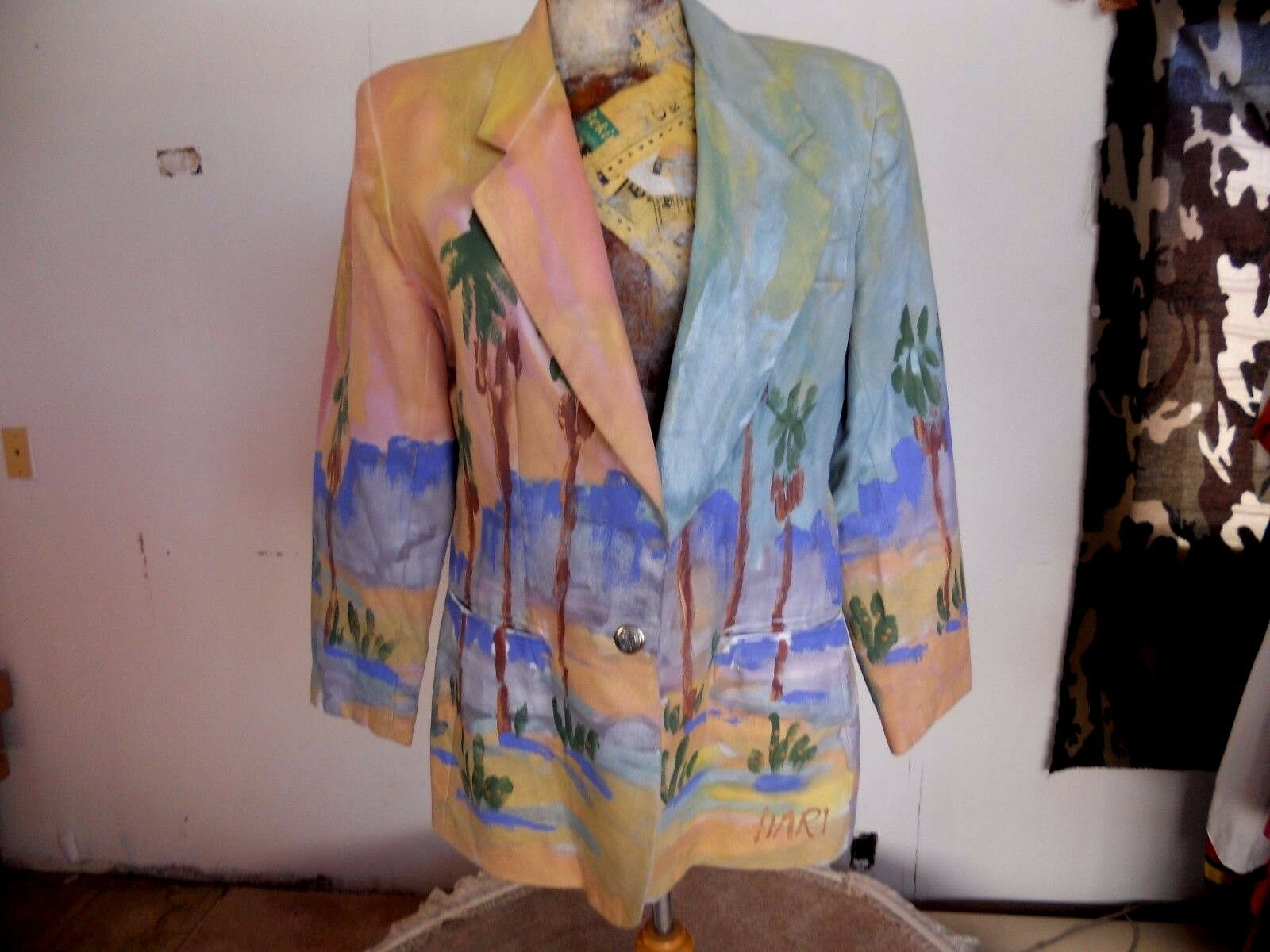 LOOKS HAND PAINTED HARI BLAZER