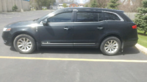 2013 Lincoln MKT ( Town Car )