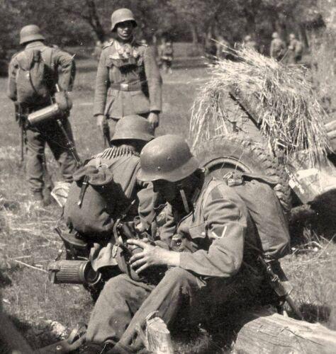 2361 WWII Photo Wehrmacht Break Time German Army  WW2 Germany  World War Two