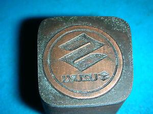 SUZUKI-LOGO-schoener-Oldtimer-Stempel-Siegel-aus-Metall