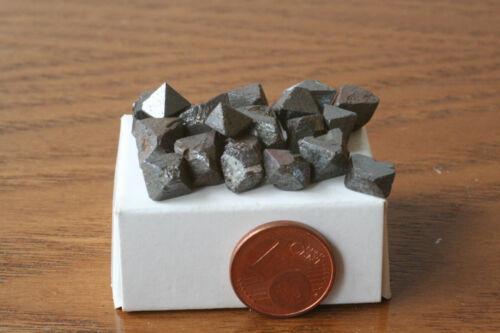 20 St Magnetit-Kristalle Brasilien Q-0376//E