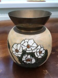 Vintage-INDIAN-BRASS-Vase-With-White-Flower-Design-5-Inch